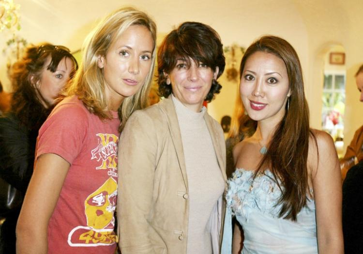 Ghislaine Maxwell, au centre, en 2004 à Hollywood Hills (Californie)